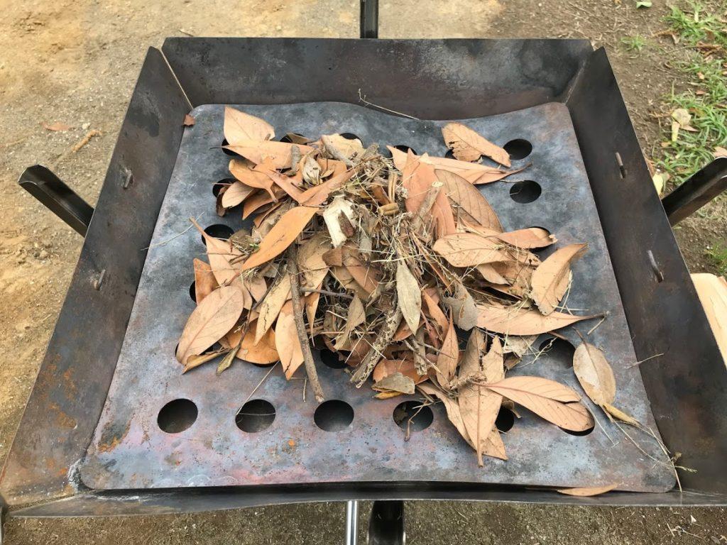 焚き火枯れ葉