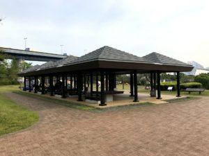 若洲公園キャンプ場屋根付き施設休憩所