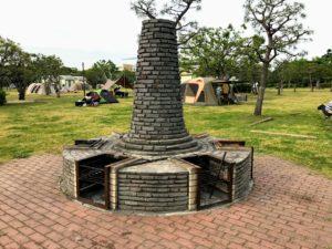 若洲公園キャンプ場の野外かまどでも焚き火が出来ます