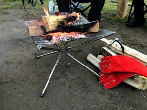 若洲公園キャンプ場で焚き火
