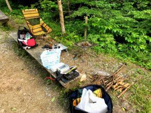 日影沢キャンプ場で焚き火セッティング