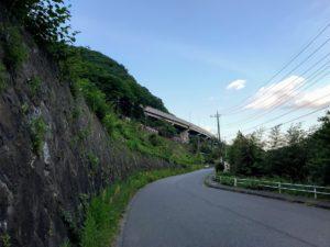 日影、中央道と中央本線