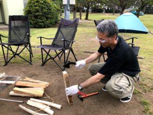 焚き火用の薪の準備