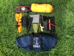 トランクの荷物。これ以外に工具やフック付きゴムロープとか。丈夫で大きなnanacoのネット付きトートバッグはいつも大活躍ですw