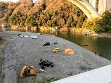 小倉橋下相模川河川敷で焚き火キャンプ